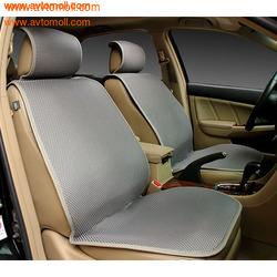 Накидка на сиденье автомобиля из Алькантары серого цвета.